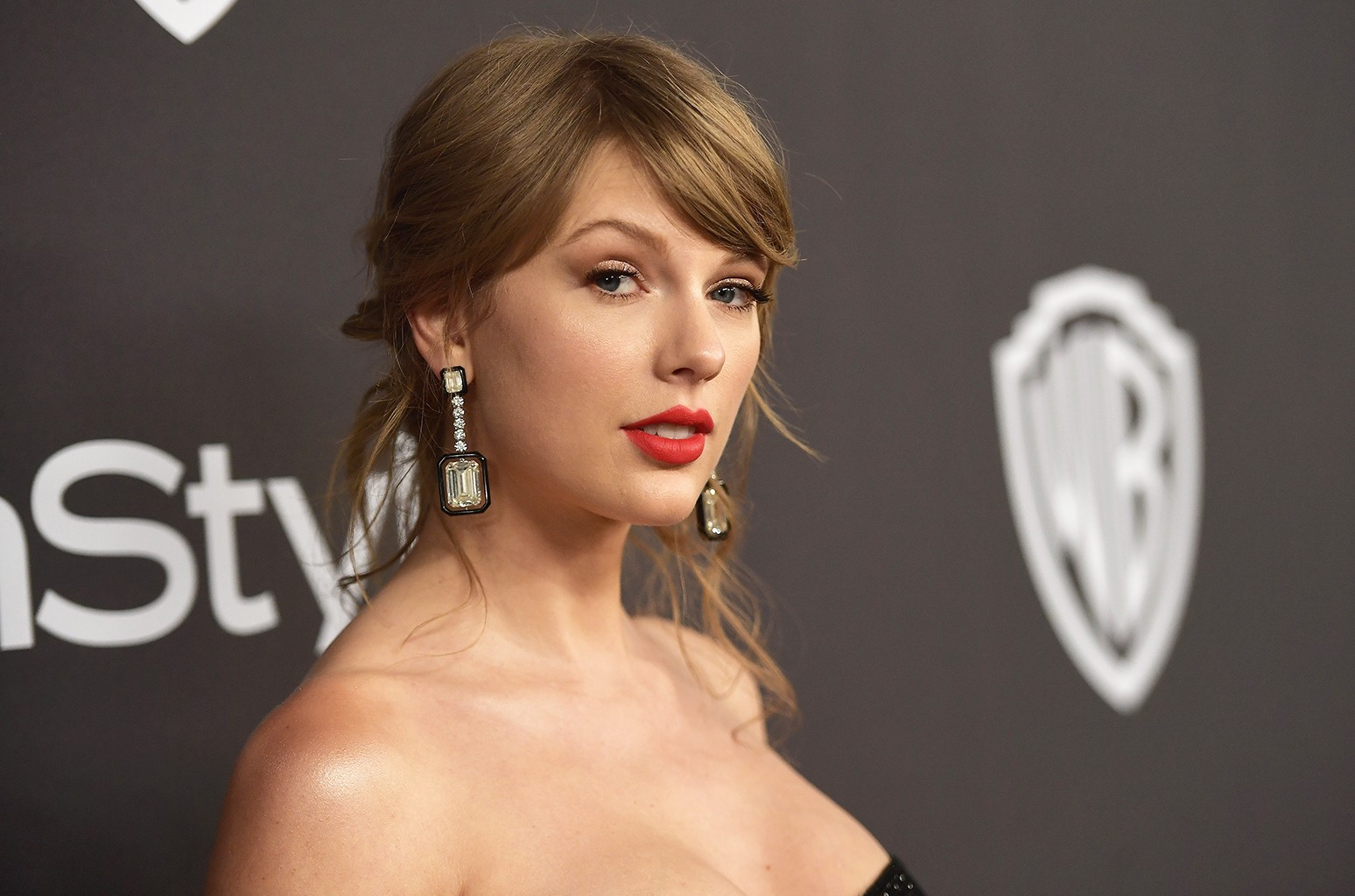 Taylor Swift Responds To Car Crash At Her Home S Gate Billboard