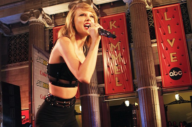 Taylor Swift performs on Hollywood Boulevard for ?Jimmy Kimmel Live? on October 23, 2014.