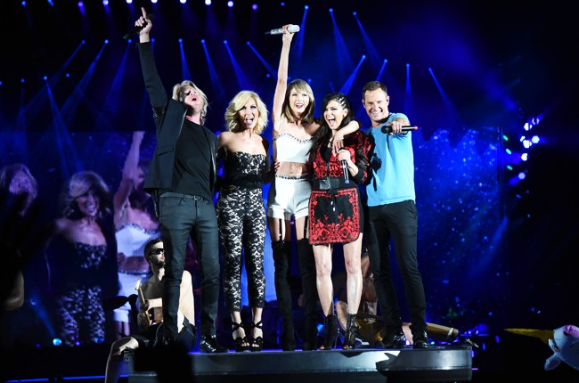 Taylor Swift performs with the band Little Big Town during The 1989 World Tour live at Heinz Field on June 6, 2015 in Pittsburgh, Pennsylvania.