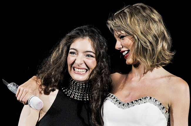 Taylor Swift Brings Out Lorde In Concert For Amazing Royals Performance Billboard