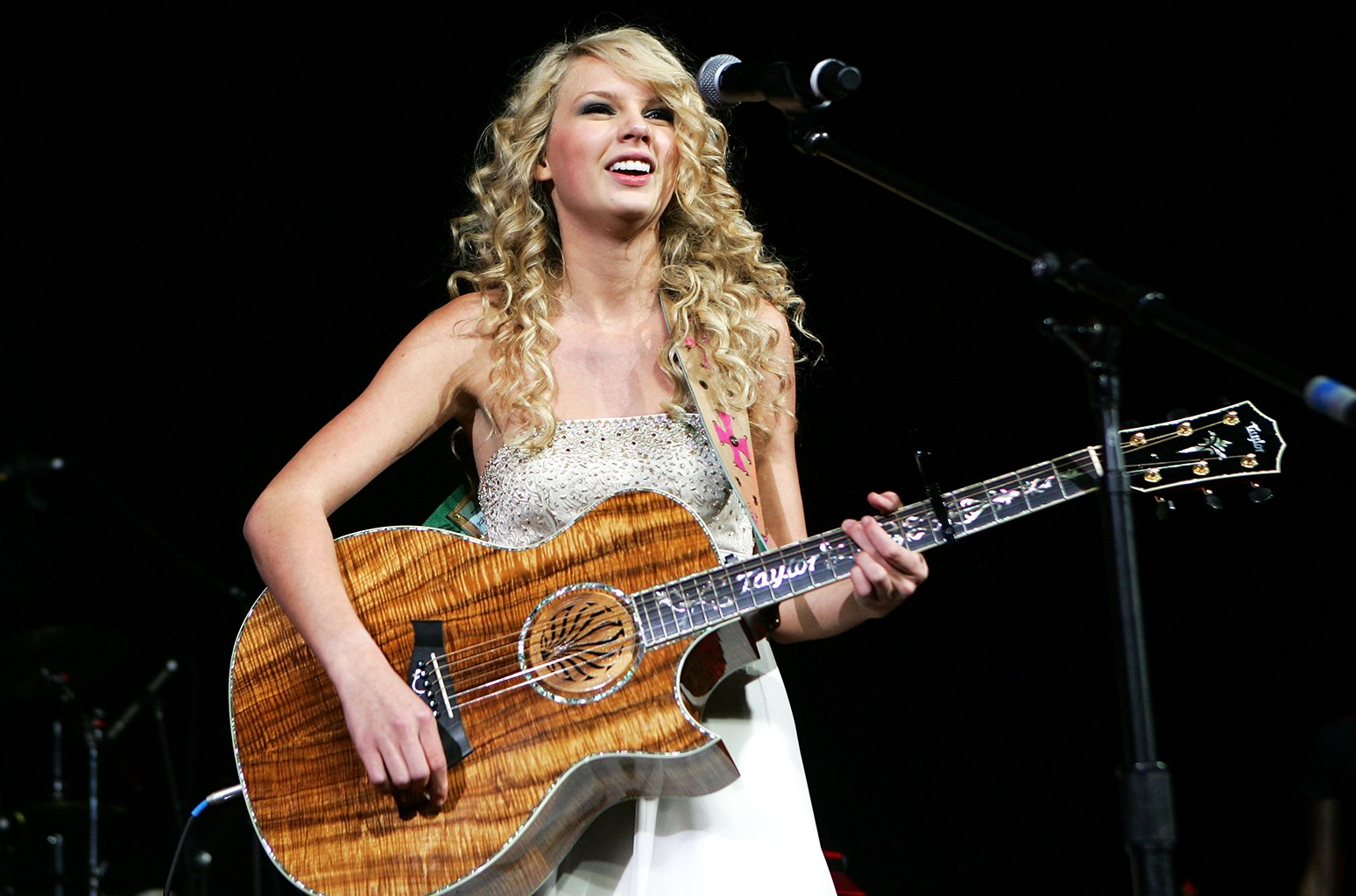 Taylor Swift performs during the 42nd Annual Academy Of Country Music Awards