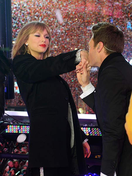 taylor-swift-ryan-seacrest-times-square-new-years-eve-2014-2015-billboard-650