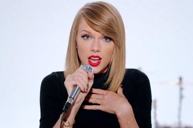 Taylor Swift Shocks Fans In New Shake It Off Outtakes Video Billboard