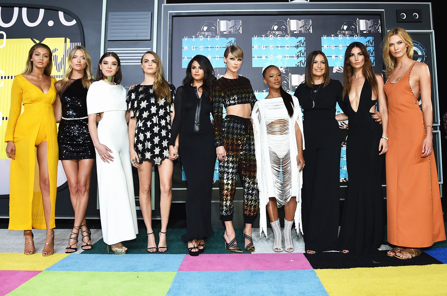 Taylor Swift and her squad at the 2015 MTV Video Music Awards