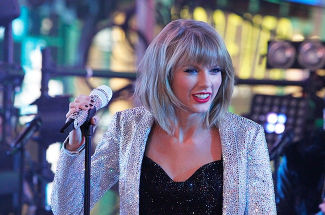 taylor-swift-times-square-2-new-years-eve-2014-2015-billboard-650