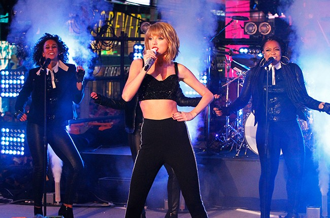 taylor-swift-times-square-new-years-eve-2014-2015-billboard-650