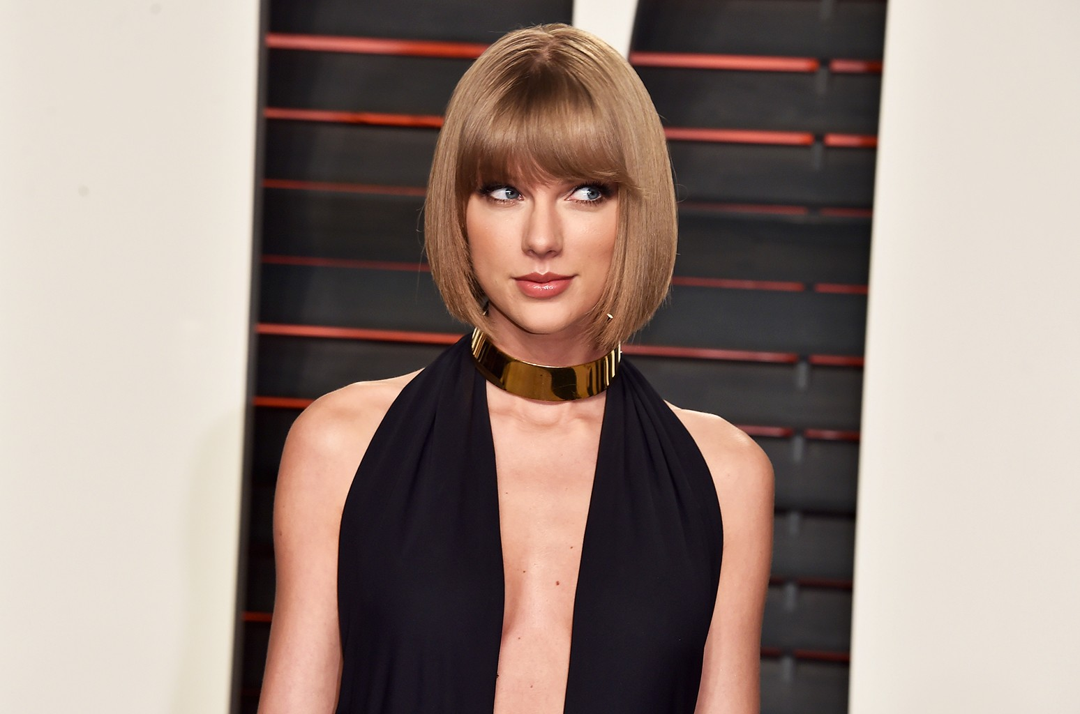 Taylor Swift attends the 2016 Vanity Fair Oscar Party