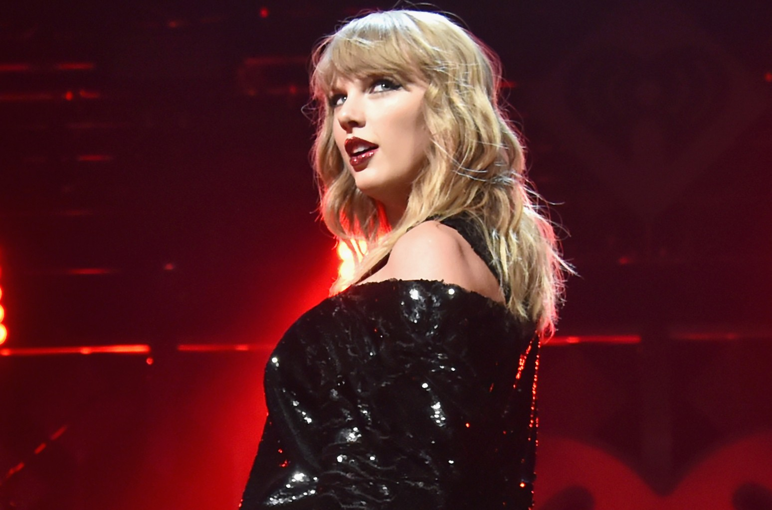 Taylor Swift Celebrates Countdown To Reputation Stadium Tour With Fun Facts Billboard