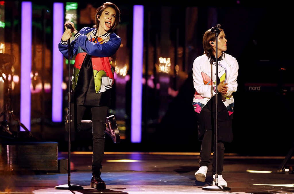 Tegan and Sara at the 2016 iHeartRADIO MuchMusic Video Awards
