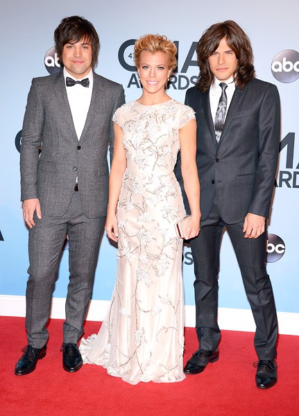 the-band-perry-cma-awards-red-carpet-2013-600