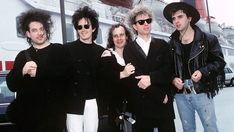 <p>Robert Smith, Roger O&#39&#x3B;Donnell, Porl Thompson, Boris Williams and Simon Gallop of The Cure arrive in America on the QE2 at Pier 90 in New York City on Aug. 20, 1989.&nbsp&#x3B;</p>