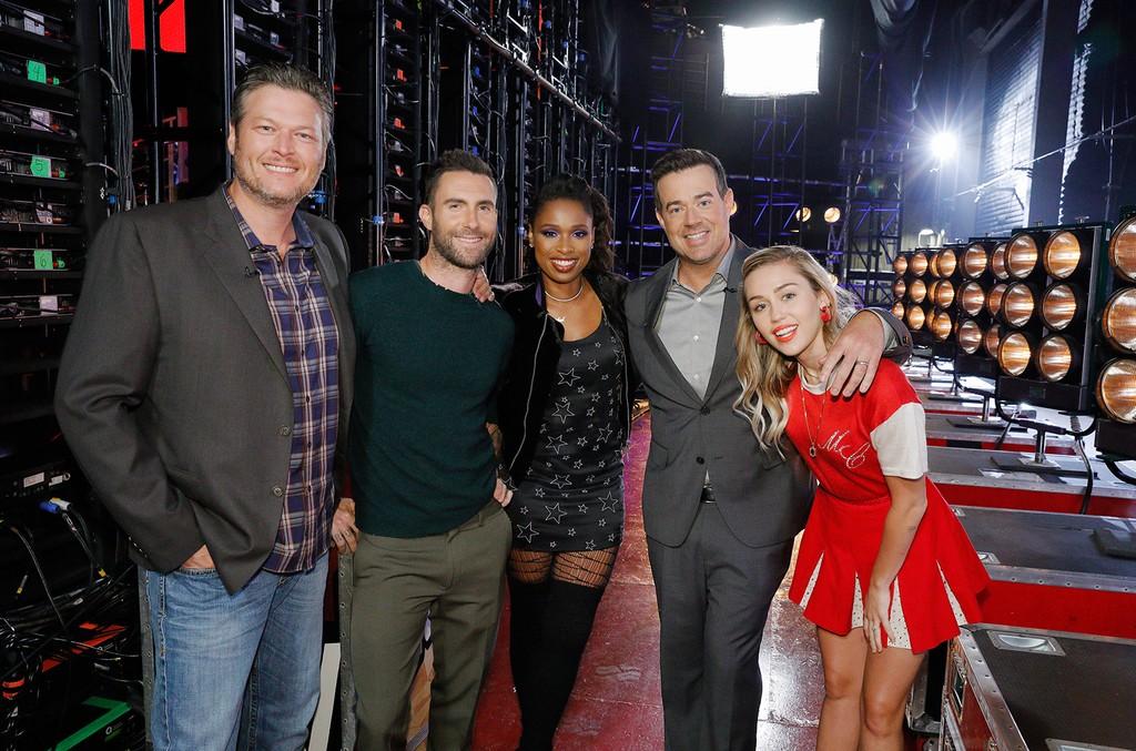 Blake Shelton, Adam Levine, Jennifer Hudson, Carson Daly, Miley Cyrus on The Voice.
