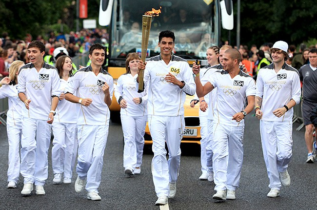 the-wanted-olympic-torch-holders-650-430