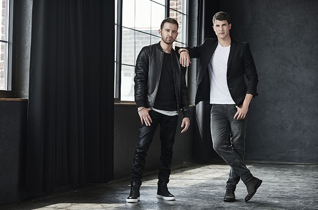 Timeflies photographed in 2015.