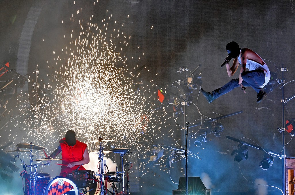 Twenty One Pilots perform during the 2016 American Music Awards