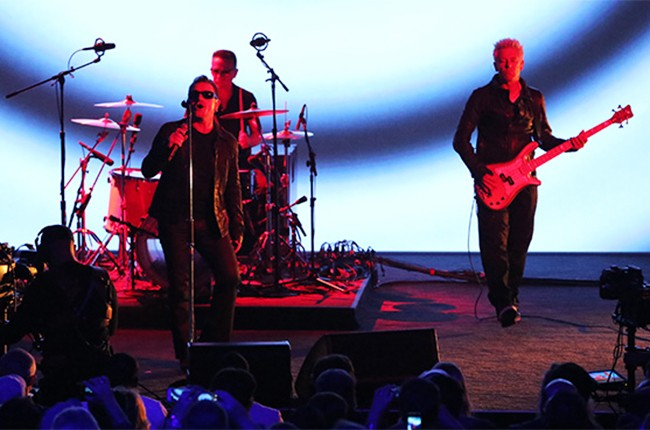 U2 performs at Apple announcement
