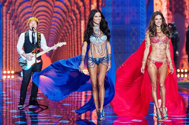 victorias-secret-fashion-show-2014-ed-sheeran-adriana-lima-alessandra-ambrosio-billboard-650