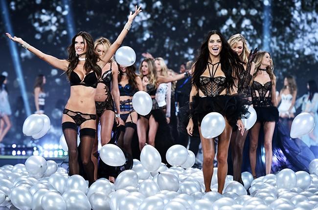 victorias-secret-fashion-show-2014-models-billboard-650