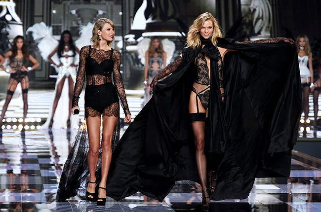2014 Victoria S Secret Fashion Show Photos Of Taylor Swift Ariana Grande More Billboard