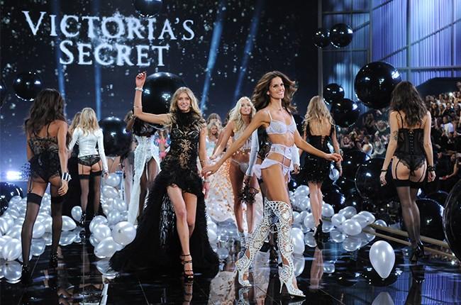 victorias-secret-runway-show-2014-models-end-billboard-650