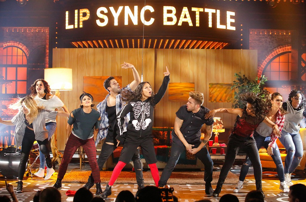 """Zoe Saldana performs """"Stressed Out"""" on Lip Sync Battle."""