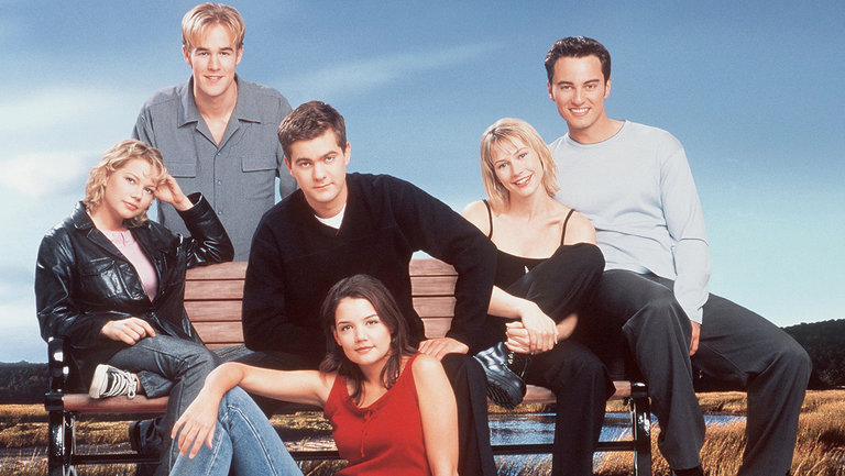 <p>The cast of&nbsp&#x3B;&#39&#x3B;Dawson&#39&#x3B;s Creek.&#39&#x3B;&nbsp&#x3B;(James Van Der Beek stand in the back row. In the middle row, from left to right, are Michelle Williams, Joshua Jackson, Meredith Monroe and Kerr Smith. Katie Holmes sits in front.)&nbsp&#x3B;</p>
