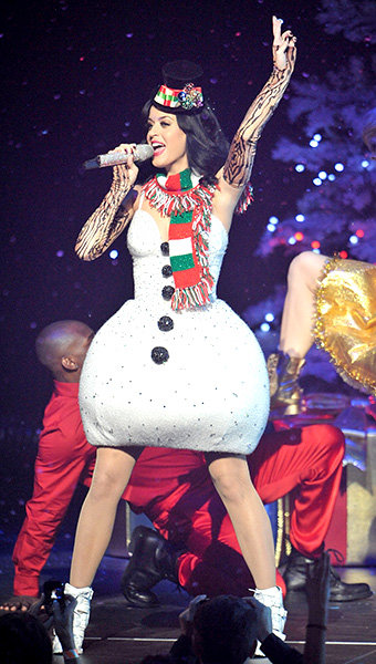 new-5dec2010-katy-perry-outrageous-fashion-600