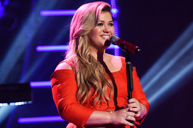 Kelly Clarkson performs on American Idol XIV airing Wednesday, April 1, 2015.