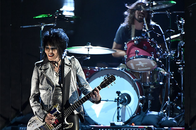 Nirvana and Joan Jett perform at the 2014 Rock and Roll Hall of Fame ceremony