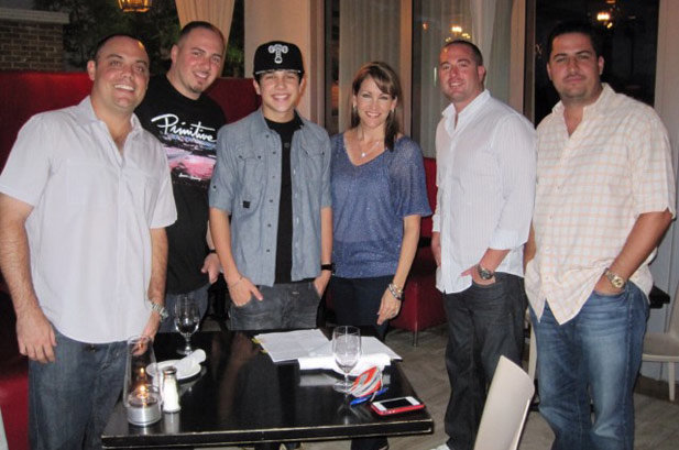 'Baby Bieber' YouTube Star Austin Mahone Signs to Universal Republic