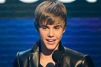 Justin Bieber's 'Mistletoe' Album Aiming for No. 1 on Billboard 200 Chart