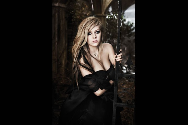 Avril Lavigne Battles Her Label, Works with Ex-Husband on 'Goodbye Lullaby'