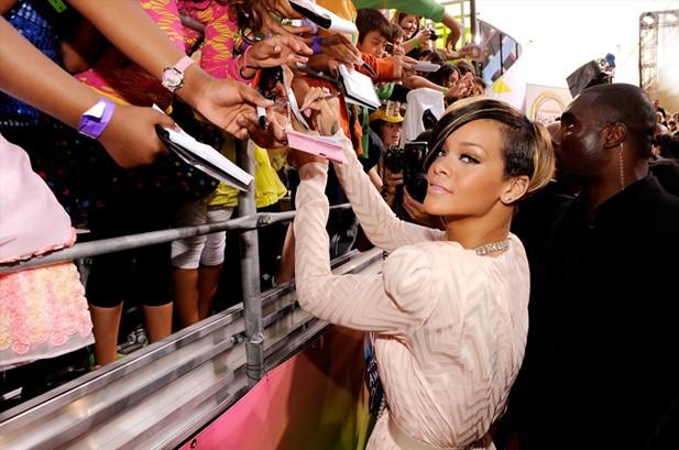 POTW: Rihanna, Katy Perry, Erykah Badu, Leona Lewis