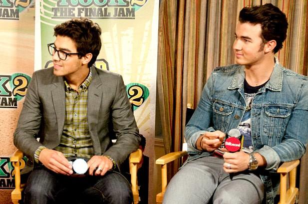 Exclusive Jonas Brothers Backstage Tour