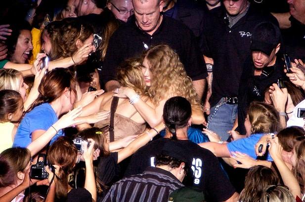 Taylor Swift June 5 2010 Foxboro Mass Billboard