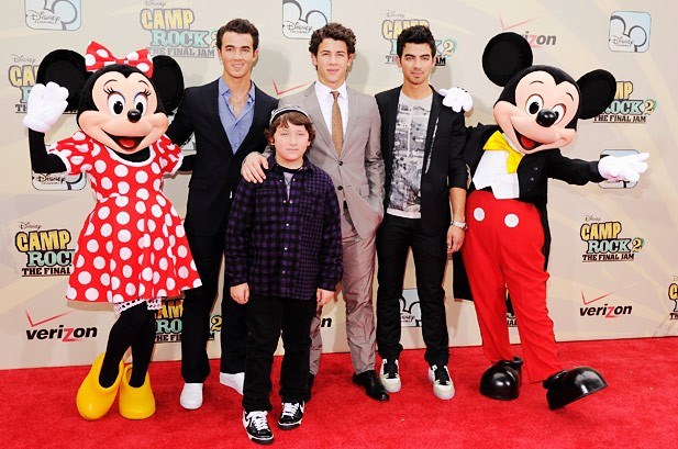POTW: Demi Lovato, Usher, Taylor Momsen, T.I.