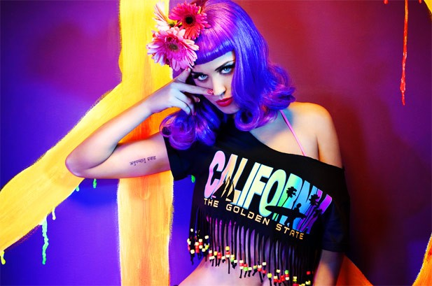 Katy Perry S Firework Pops Back To No 1 On Hot 100 Billboard
