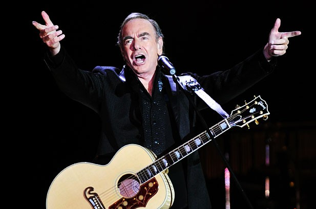 Neil Diamond Fetes 'Hot August Night,' 40 Years Later