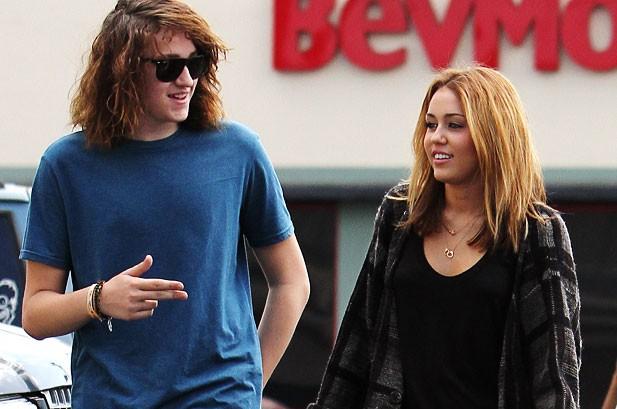 POTW: Jessica Simpson, Kevin Jonas, Taylor Swift, Miley Cyrus