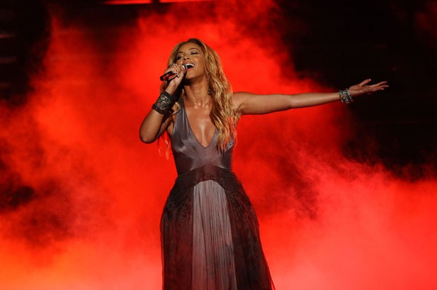 Billboard Bits: Beyonce Announces New Fragrance, Linkin Park Hits Studio