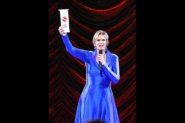 'Glee Live!' Surprises With Paltrow & Lynch Appearances, a Proposal