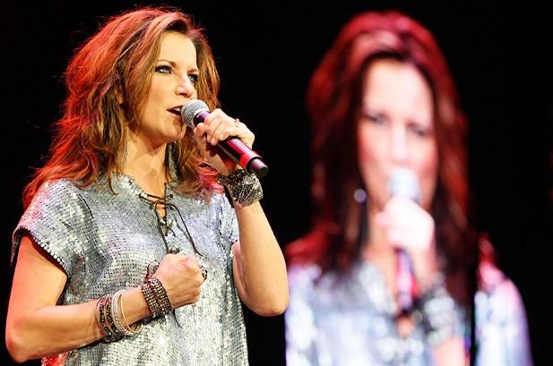 Martina McBride, Kellie Pickler Help Opry Go 'Pink'