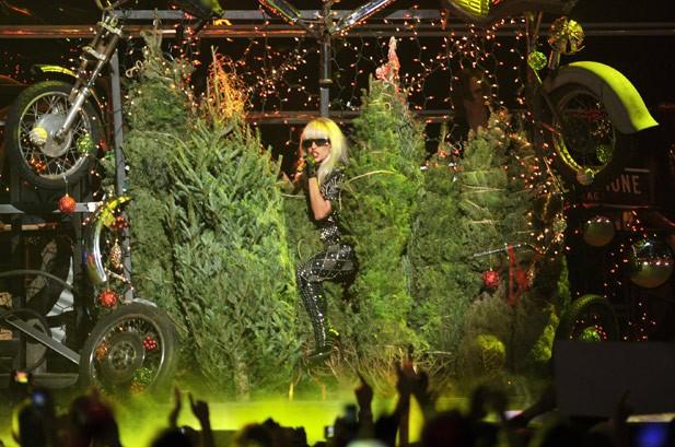 Lady Gaga, Pitbull Rock Z100's Jingle Ball in NYC