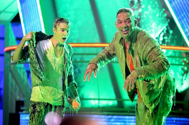 Kids' Choice Awards: Justin Bieber Shares Slime with Will Smith