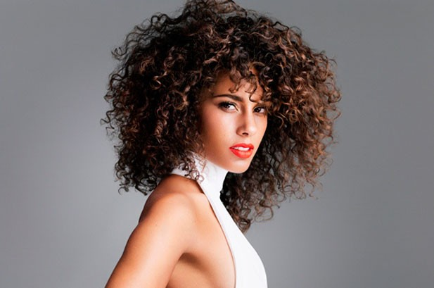 Alicia Keys Sparks New Album With 'Girl on Fire'