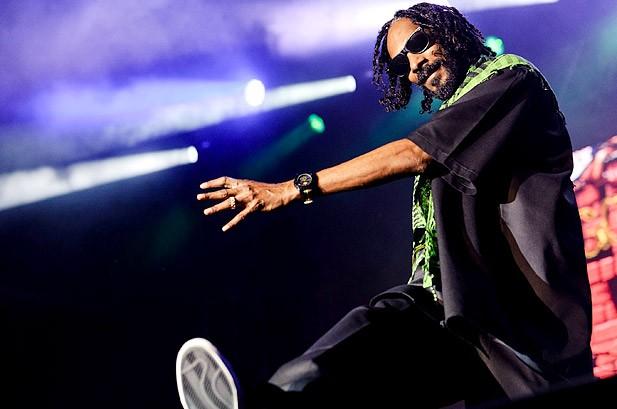 "Insider Tips: Snoop Won't Rap, Marilyn Manson's ""Calfornication"" Plan & More"