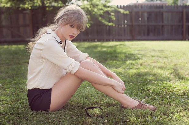Taylor Swift's 'Red' Sells 1.21 Million; Biggest Sales Week for an Album Since 2002