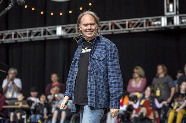 Bridge School Benefit 2012 Photos: Neil Young, Jack White & More