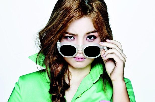 K-Pop Hot 100: Lee Hi 3-Peats at No. 1, Son Dam Bi Channels Lady Gaga