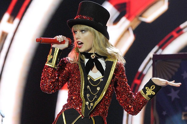 Taylor Swift to Outdo Herself on 'Red' Tour: 'I Like for It to Be Big'
